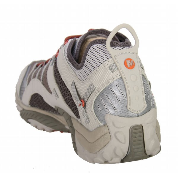 What to Bring: Lightweight Hiking Shoes or Trail running shoes , Water