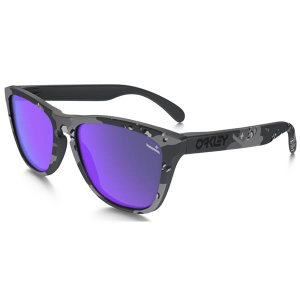 Oakley Frogskins Infinite Hero Sunglasses