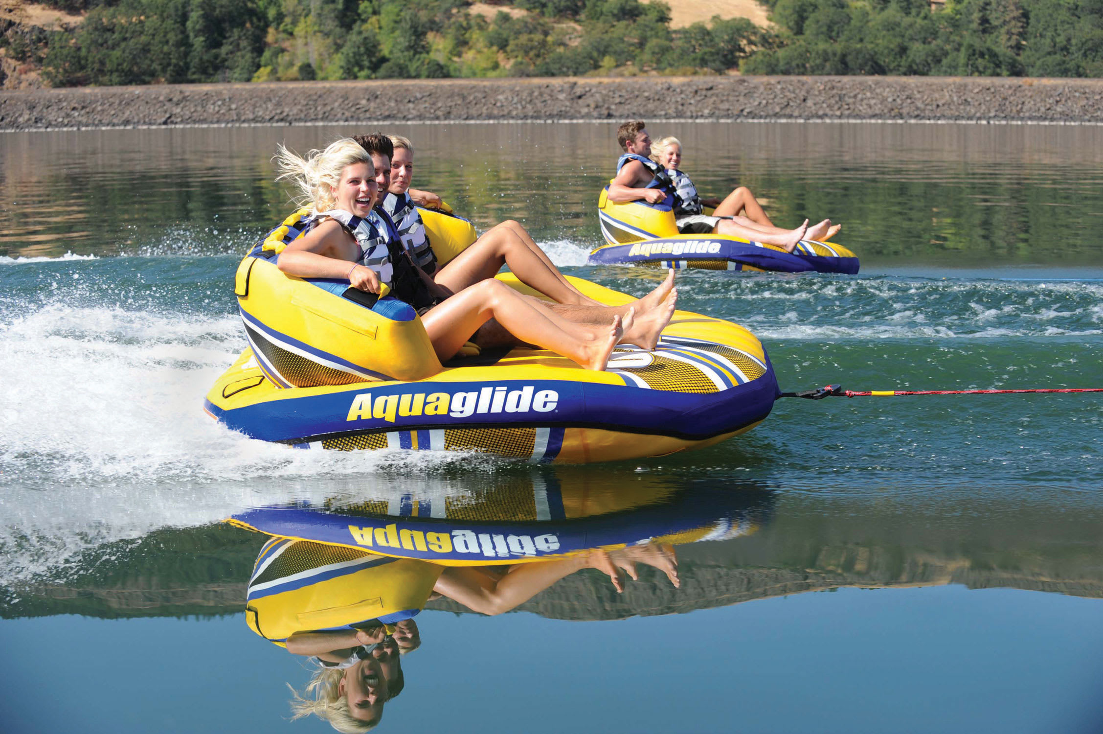 Aquaglide Retro 3 Inflatable Towable Tube Towing Harness Thumbnail 4